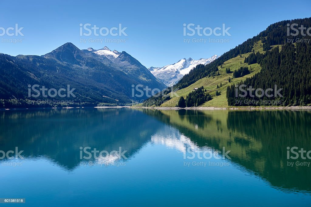 Beautiful mountain lake the austrian alps – Foto