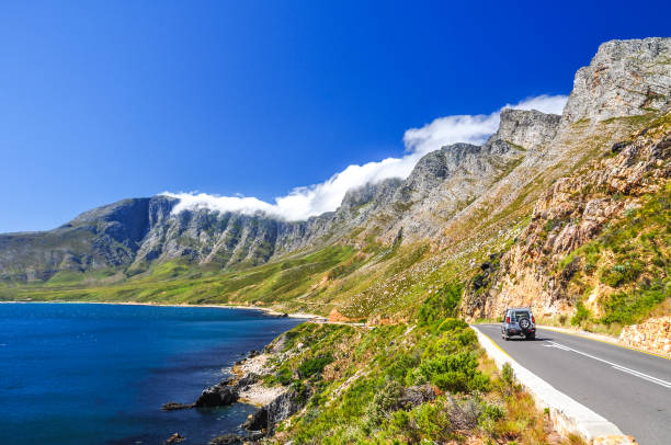 beautiful mountain scenery along route 44 in the western cape province of south africa. located in the eastern part of false bay near cape town between gordon's bay and pringle bay. - cape peninsula stock pictures, royalty-free photos & images