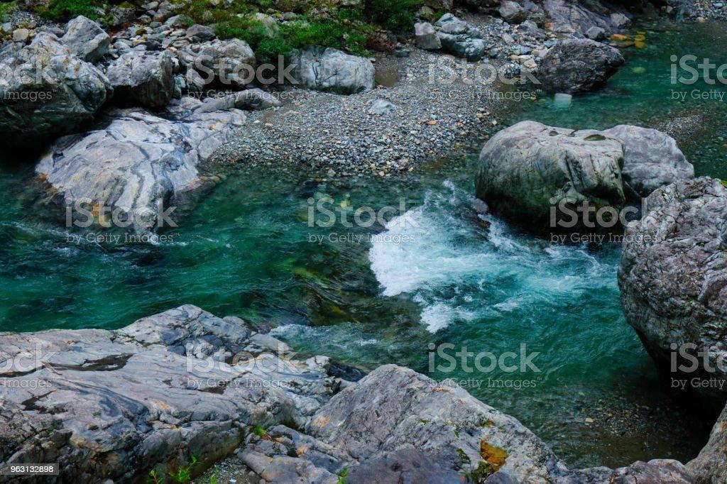 Vackra fjällbäck - Royaltyfri Berg Bildbanksbilder