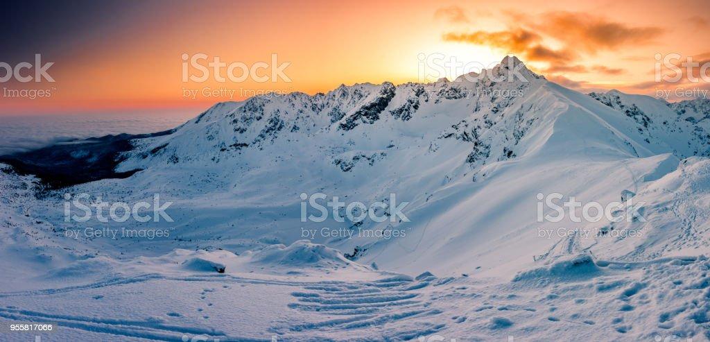 Schöner Sonnenaufgang Bergpanorama, Winter-Tatra-Gebirge, Polen – Foto