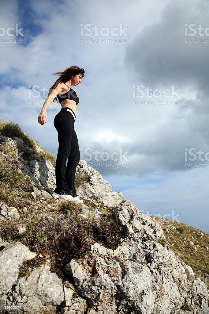 Schön Muskulös Mädchen auf dem Berg Lizenzfreies stock-foto