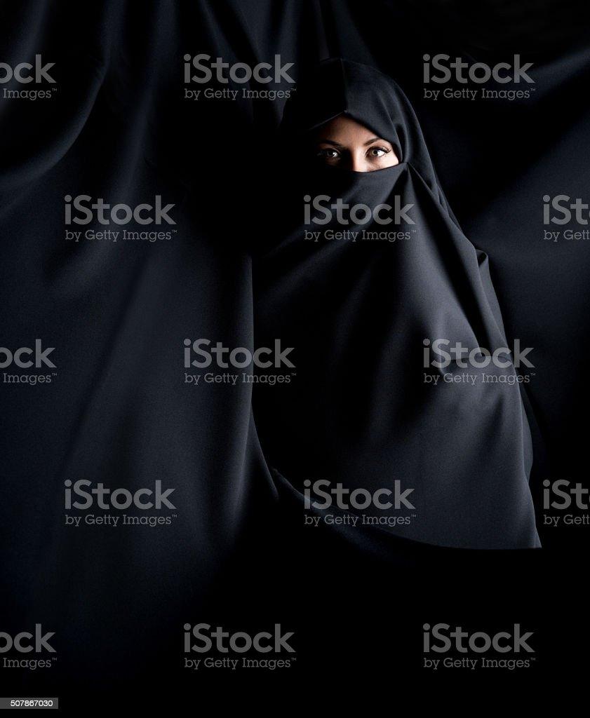 Beautiful Muslim woman wearing a burka – Foto
