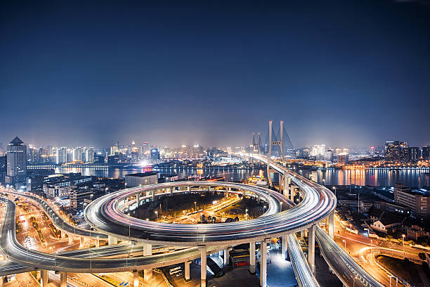 beautiful nanpu bridge at dusk ,crosses huangpu river ,shanghai - foto de stock