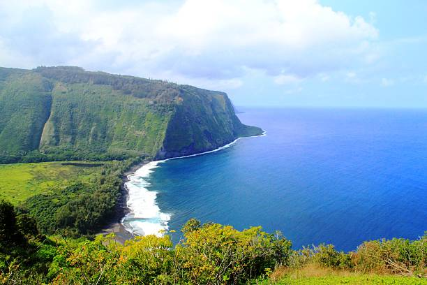 Beautiful Natural Scenery of Hawaii Beautiful natural scenery of Hawaii, steep hill and cliff down to the sea. Epic natural panorama and scenery of Hawaii. big island hawaii islands stock pictures, royalty-free photos & images