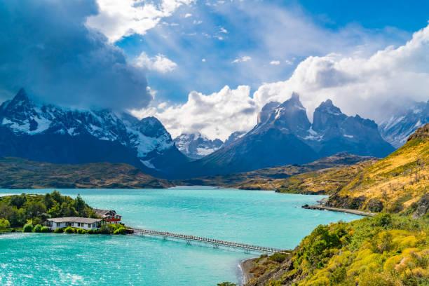 Wunderschöne Naturansicht des Lake Pehoe und cuerno del Paine Mountains – Foto