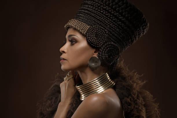 schöne nofretete frau - ägyptisches make up stock-fotos und bilder