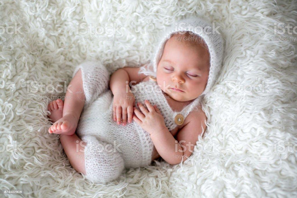 Fotos De Bebes Recien Nacidos Hermosos: Muchacho Hermoso Bebé Recién Nacido Dormir Foto De Stock Y