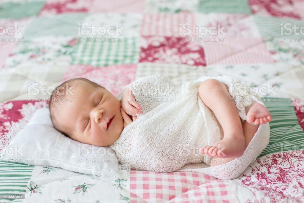 Fotografía de Muchacho Hermoso Bebé Recién Nacido Sonriendo ...