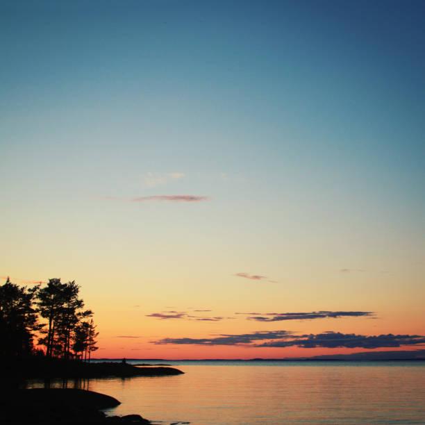 Nördlichen Landschaft Ladoga-See bei Sonnenuntergang – Foto