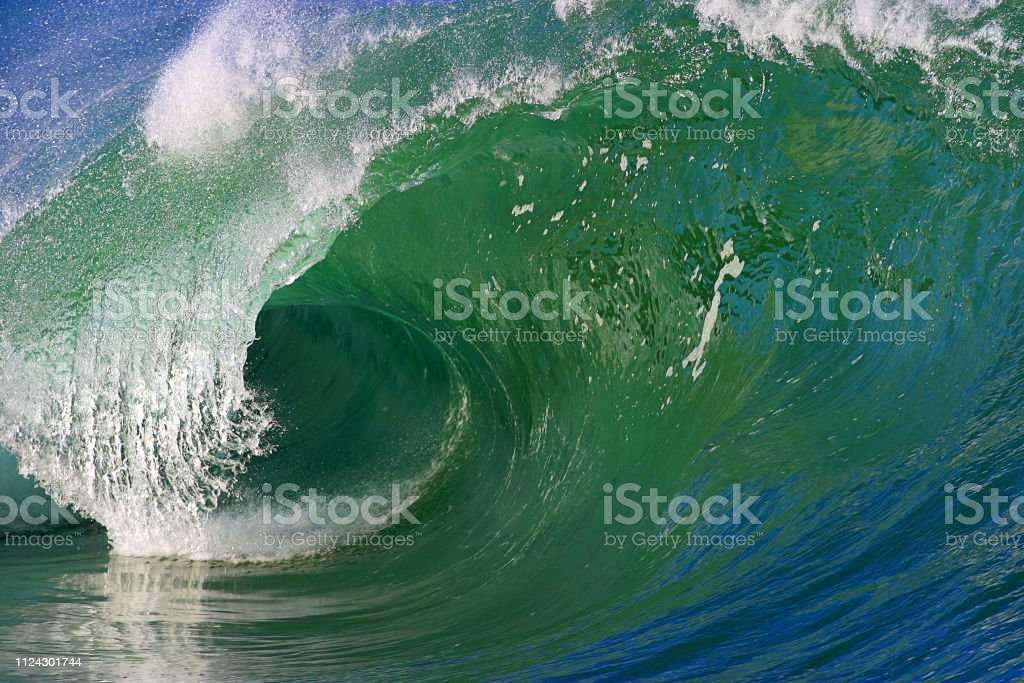 A Beautiful Ocean Wave On The North Shore Of Oahu Hawaii Stock Photo -  Download Image Now