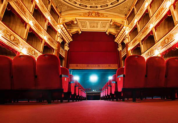 schöne alte theater - stage musical stock-fotos und bilder