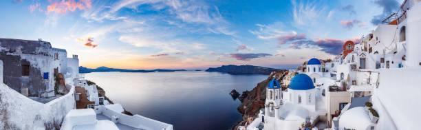 vackra panoramautsikt över ön santorini i grekland vid soluppgången - santorini bildbanksfoton och bilder