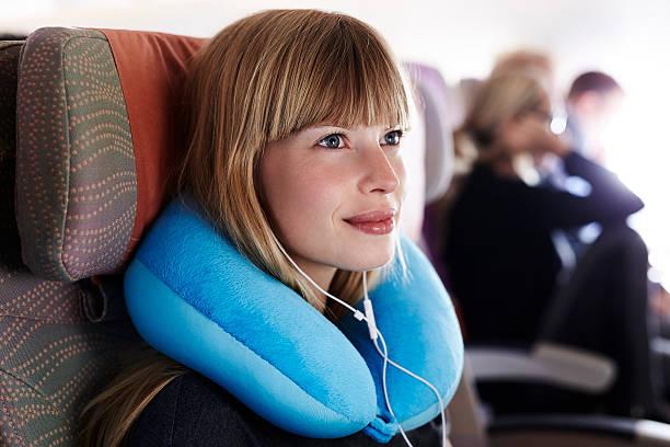 Wunderschöne Passagier auf Flugzeug – Foto