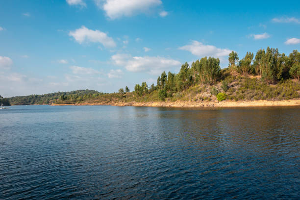 """beautiful """"pego do altar"""" dam - fotos de barragem portugal imagens e fotografias de stock"""