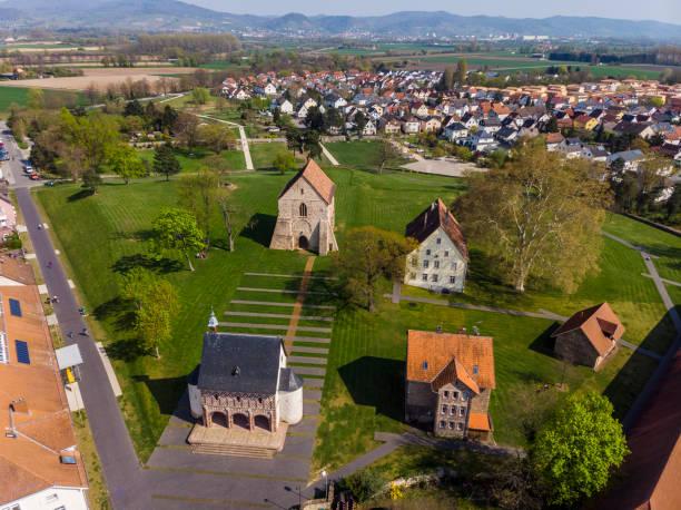 Schönes Foto im Quadrocopter kloster in der Stadt Lorsch. Frühlingsansicht des Klosters Lorsch. Deutschland. – Foto