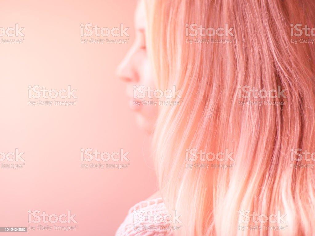 Schöne Rosa Haare Auf Einem Rosa Pastell Hintergrund Seite