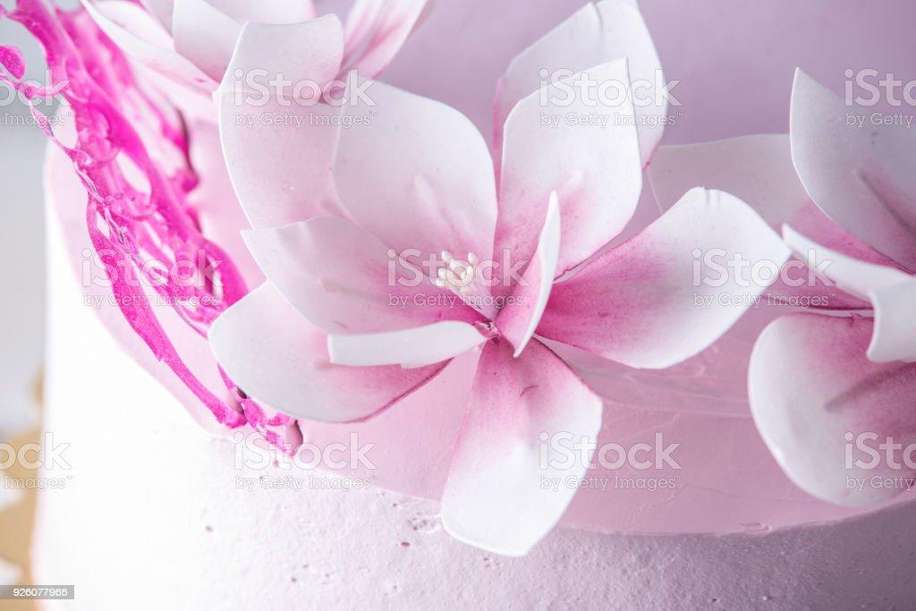 Wunderschone Rosa Hochzeitstorte Mit Blumen Geschmuckt Konzept Der