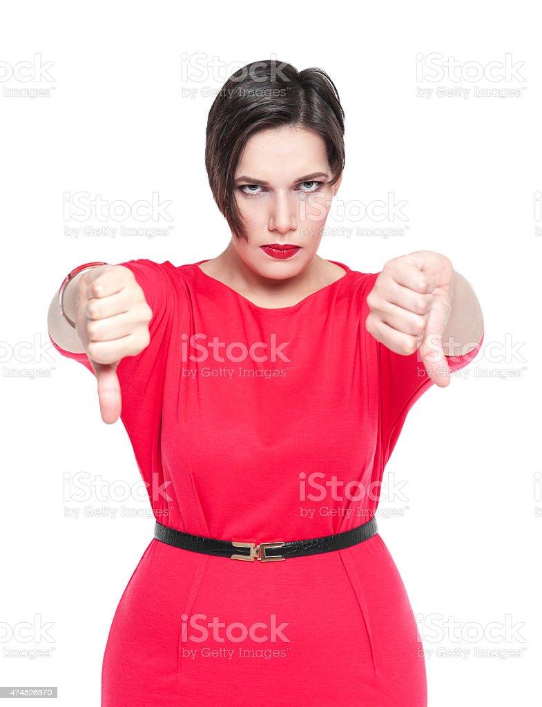 Hermosa mujer más grande con gesto pulgar hacia abajo - foto de stock