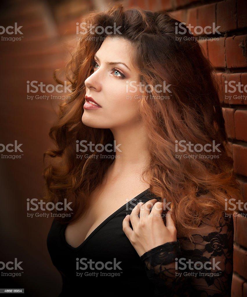 Wunderschöne Porträt einer sinnlichen Frau mit langen Haar – Foto