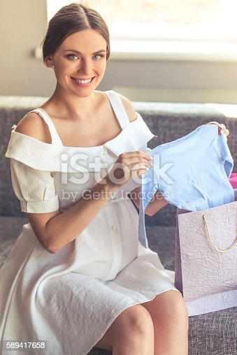 istock Beautiful pregnant woman at home 589417658
