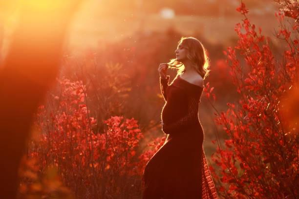 Beautiful pregnant woman with blond hair in long red dress picture id1145207669?b=1&k=6&m=1145207669&s=612x612&w=0&h=wlsfekweqgrmekfnltiwiyqsmx fruienv uqgwj8fi=