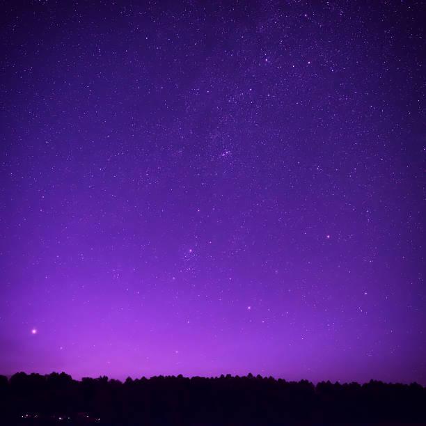 Beautiful purple night sky with many stars – Foto