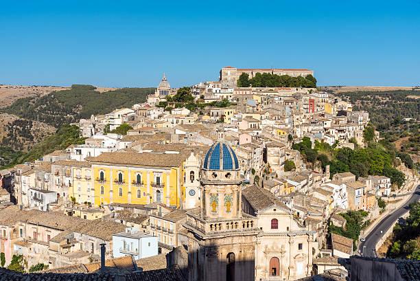 beautiful ragusa ibla in sicily - noto sicilië stockfoto's en -beelden
