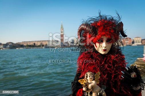 fotos de Hermoso rojomscara de oveja y de cabra de San Giorgio Venecia Italia Europa Carnival