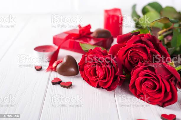 Beautiful red rose and dark chocolate for valentine day for day picture id907552090?b=1&k=6&m=907552090&s=612x612&h=jd1pzj3uxgdrgjy5bsww7sztayixykm8xmd4smxnbua=