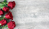 istock Beautiful Red Roses Still Life Over Rustic Wooden Background 907816488