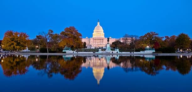 Beautiful reflection of united states capitol at dawn picture id154891059?b=1&k=6&m=154891059&s=612x612&w=0&h=nt31ijeybli5eyb3mvyvzzh ahen4fx1m6pktajd05w=