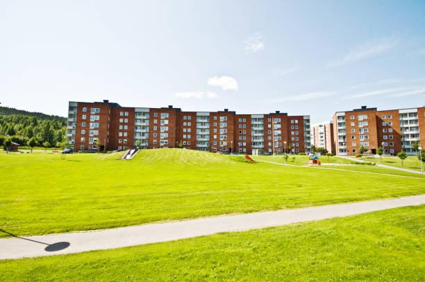 Bloques de apartamentos bonito barrio residencial de Nacksta ciudad de Sundsvall, Suecia - foto de stock