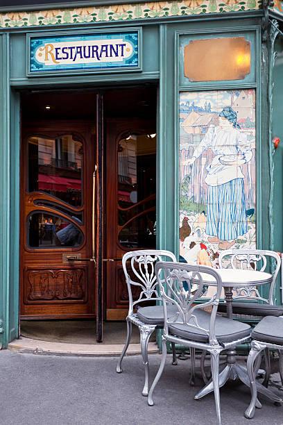 Hermoso restaurante en estilo Art Nouveau, París, Francia - foto de stock