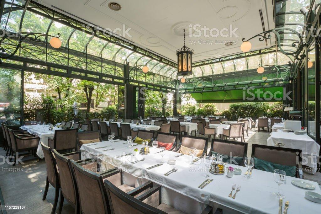 Hermoso Restaurante Terraza De Verano Interior Foto De Stock