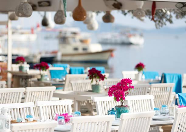 보드룸 규 무 슬 럭의 아름 다운 레스토랑 테이블 - 굼베 뉴스 사진 이미지