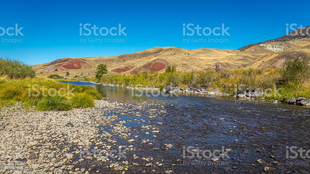 Beautiful river in the hills. Pebbles in the water. Lizenzfreies stock-foto