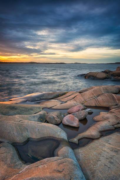 vackra klipporna vid kusten i göteborg - bohuslän nature bildbanksfoton och bilder