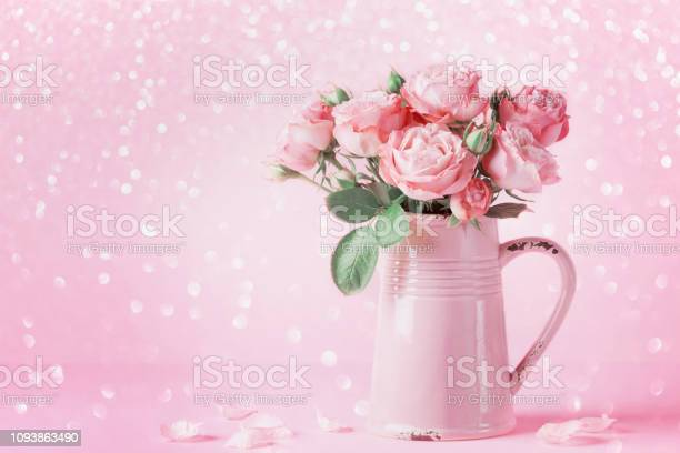 Beautiful rose flowers in pink vase for womens day or mothers day picture id1093863490?b=1&k=6&m=1093863490&s=612x612&h=bqfcnyjipm4sxt1zsaytaeeqgwix7j9nh7f81jnp yo=