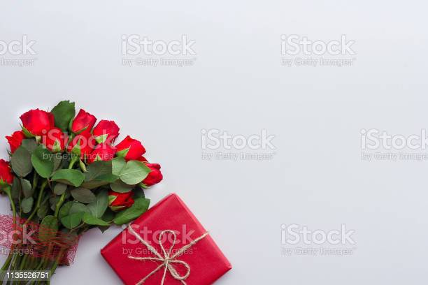 Beautiful roses and gift box on light background picture id1135526751?b=1&k=6&m=1135526751&s=612x612&h=mb6csyagac1kzxiy j7xbw351mprc 07shcxlqvat3k=