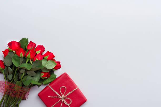 Beautiful roses and gift box on light background picture id1135526751?b=1&k=6&m=1135526751&s=612x612&w=0&h=uizvctf29fumqy 9ppwencpbiskprxqm3pql2jyuv2u=