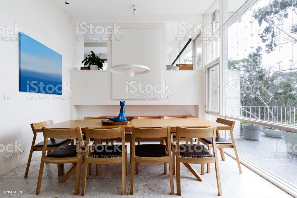 Schönen Skandinavischen Stil Esszimmer In Mitte Des Jahrhunderts Moderne  Australische Zuhause Stock Fotografie Und Mehr Bilder Von Blau | IStock