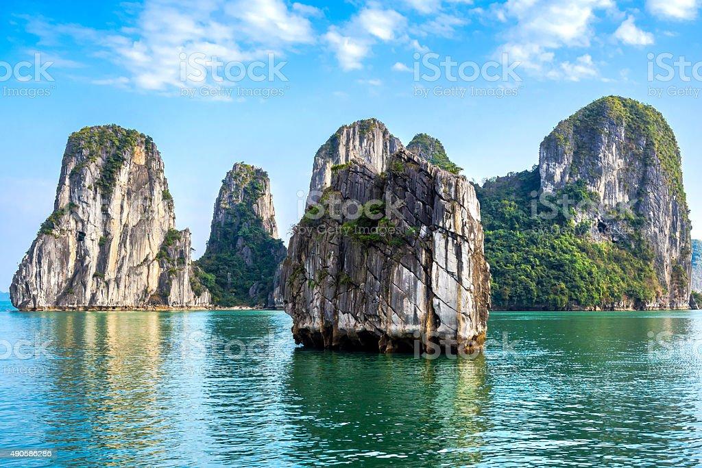Hermoso paisaje en la Bahía de Halong, Vietnam - foto de stock