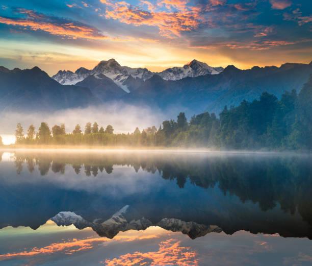 아름다운 풍경 중 매티슨 레이브 여우 빙하 타운 베네수엘라식 알프스 산 계곡으로 뉴질랜드 - 야외활동 추구 뉴스 사진 이미지