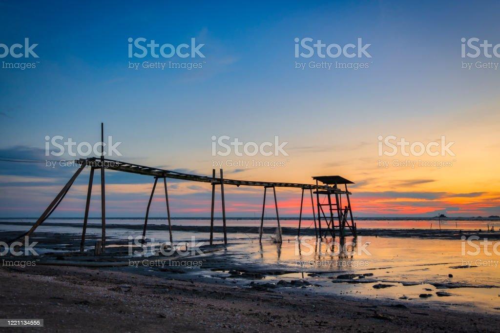 Pemandangan Indah Latar Belakang Matahari Terbenam Mengelilingi Pantai Jeram Yang Terletak Di Selangor State Malaysia Foto Stok Unduh Gambar Sekarang Istock
