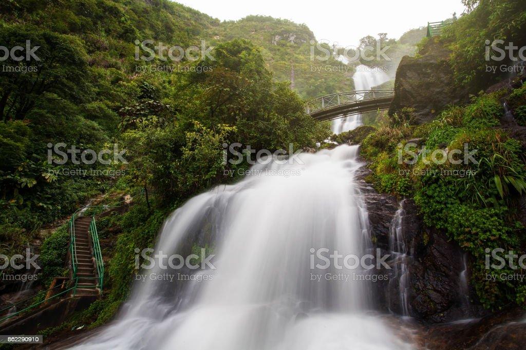 Schöne Landschaften Landschaft des silbernen Wasserfall in Sapa, Vietnam. Hier ist einer der schönsten Wasserfälle – Foto