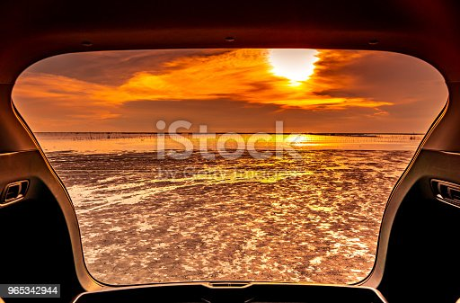 Beautiful Sea View From Inside Car Trunk Sea View With Orange Sky And Clouds In Sunset Time At The Beach Freedom Summer Travel With Road Trip On Vacation Concept Romantic View In The Evening - Stockowe zdjęcia i więcej obrazów Bez ludzi