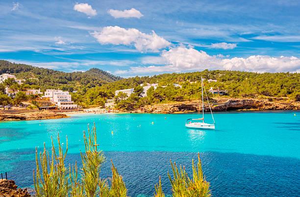 Wunderschönen Meerblick in Cala de Portinatx (Ibiza)  – Foto