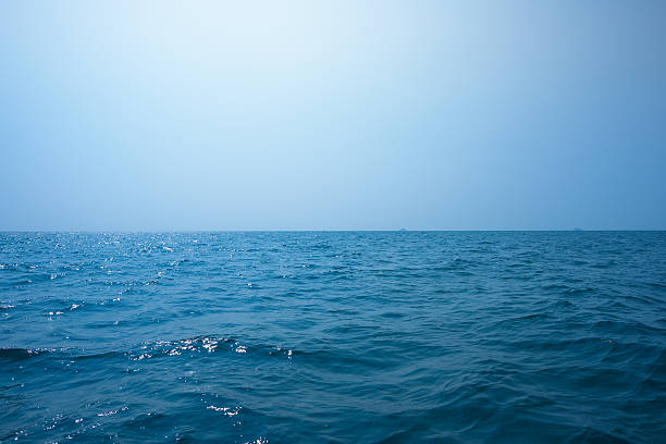 beautiful seascape under blue sky - mar - fotografias e filmes do acervo