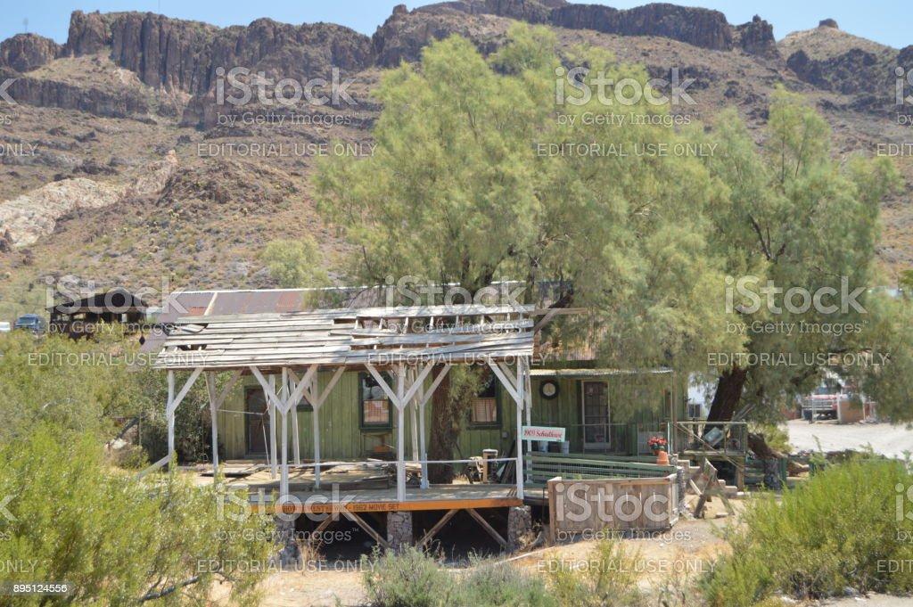 Semiderruid hermosa casa en Oatman, 22 de junio de 2017. Ruta 66, Oatman. Estados Unidos de Arizona, EEUU. - foto de stock
