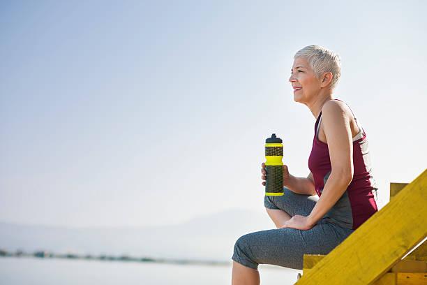 Belle femme âgée exercice - Photo